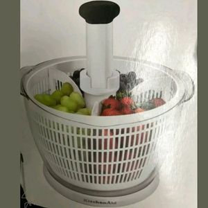 Salad Spinner by Kitchenaid 5 Quart with dividers